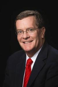 Theodore M. (Tim) Solso, Presidente del Consejo Directivo de la Universidad EARTH Presidente de la Junta Directiva de General Motors