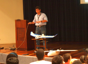 On Friday the 18th the talk about the different applications of drones in agriculture was given. In the photograph is professor Gustavo Agüero, one of the presenters that night.