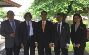 The Vice Minister of Education and Culture of Indonesia (center) and distinguished guests tour EARTH's campus to learn more about EARTH's innovative educational model.
