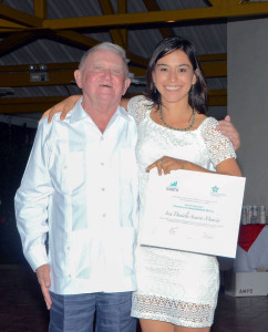 Issa Daniel Secaira Mancia ('14, Guatemala) accepts her honorable mention from Michael Gukovsky, member of The Sustainability Laboratory's Board of Directors.