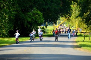Students and employees use bicycles or walk during the