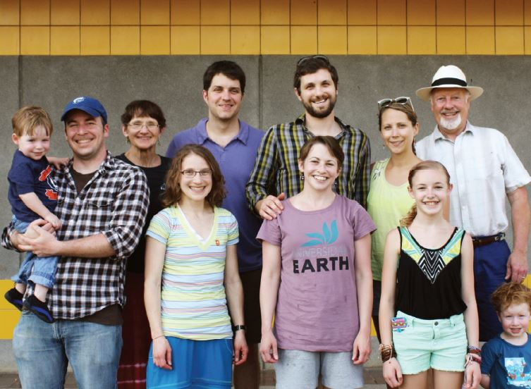 Richard and Sue Vander Veen have been loyal supporters of EARTH since 1991 and in April of 2014 they brought their entire family (including grandchildren!) to visit our tropical campus in Costa Rica.