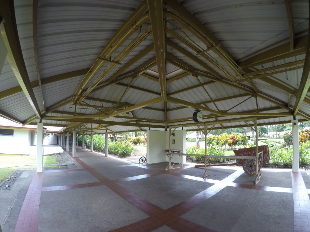 This is the open area close to the cafeteria where the minimarket takes place every Wednesday at 11:00 AM.