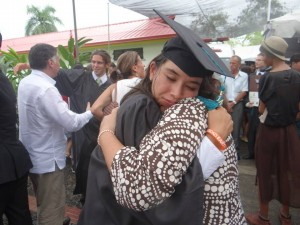 Mancía embraces her daughter Issa at the 2014 EARTH commencement ceremony. (Source: Ana Elsa Mancía)