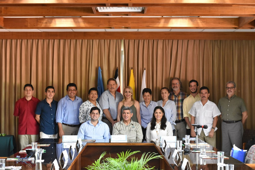 The cooperation agreement was signed between EARTH, the Municipality of Machala and CEFEM.