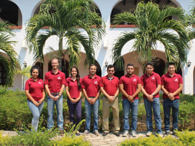 The first cohort of EARTH's Master's Degree in Agribusiness Innovation stands with Róger Castellón (fourth from left) at the La Flor campus in Guanacaste, Costa Rica.