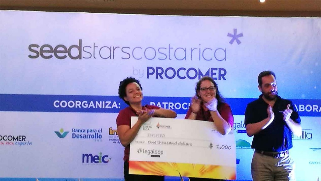 Darling and Maddalena receiving their award on June 29, at Hotel Suerre in Guápiles, Limón, Costa Rica. (Photo: Irene Alvarado)