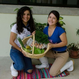 Carolina (left) collaborated with Johana, a Colombian classmate, to develop a more just economic model for the sale of fresh food.