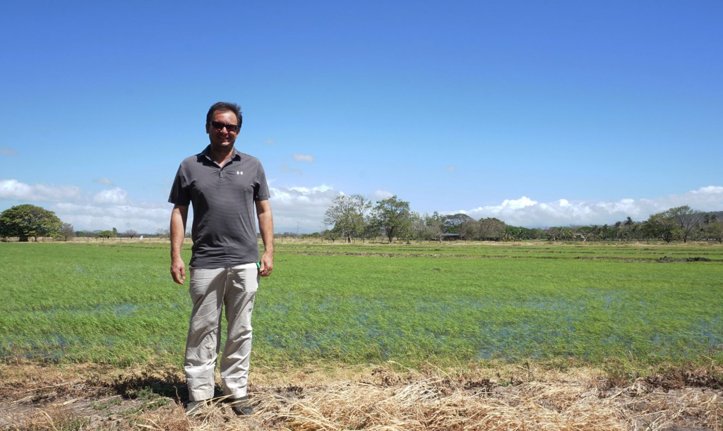 Among its advantages, precision ag helped Vásquez (pictured) boost his harvest by 33 percent and increase his profits by $200 per hectare.