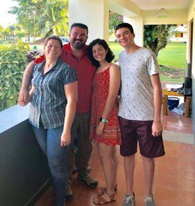 Tres EARTHianos en una sola familia