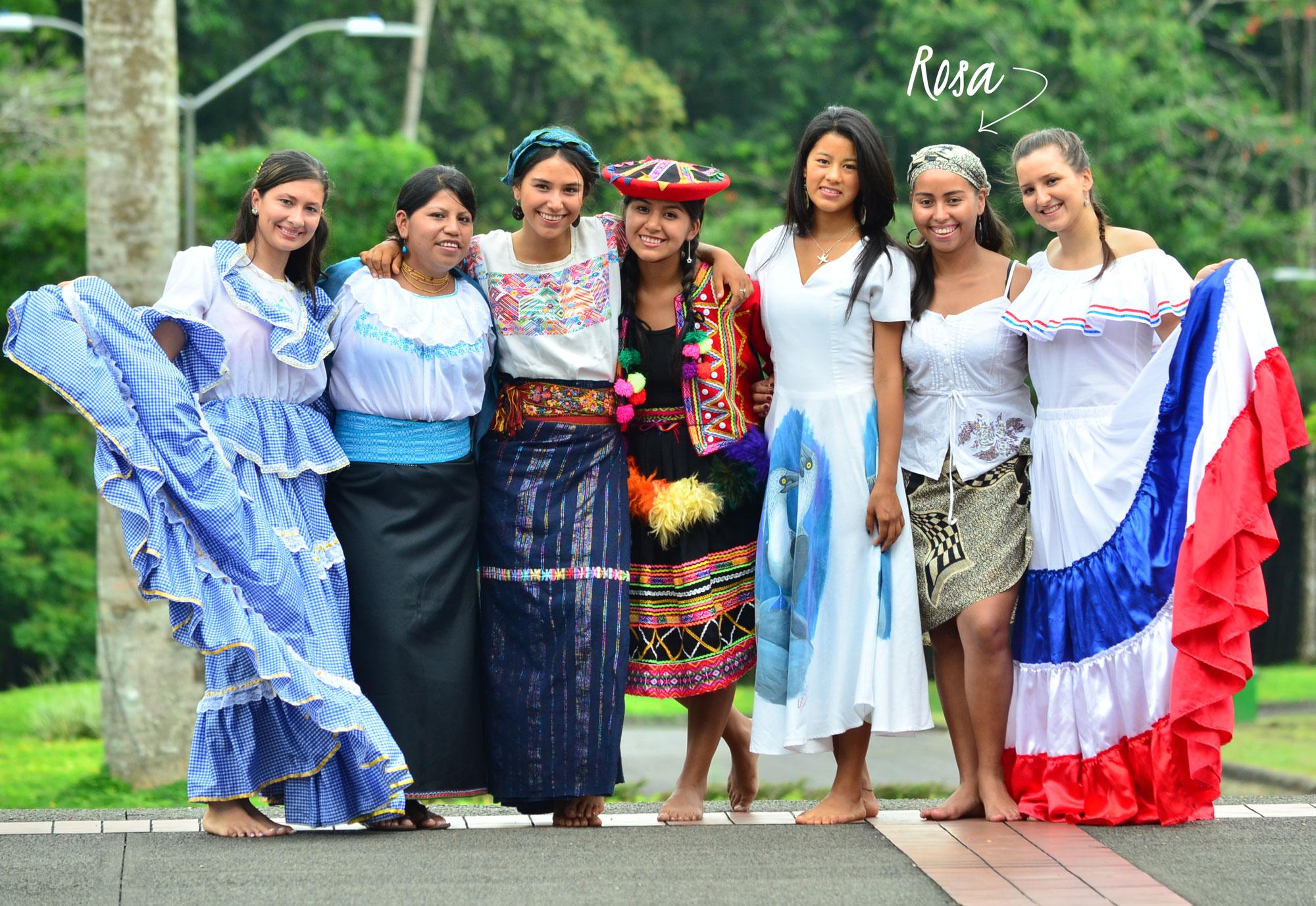 Rosa Ayde Martínez y sus compañeras