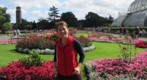 Picture of a woman smilling. A big garden on the back