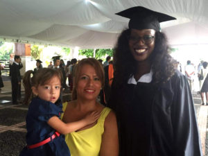 Viviana Gutiérrez, her daughter and Eva Liantina ('17, Mozambique) at the graduation ceremony.