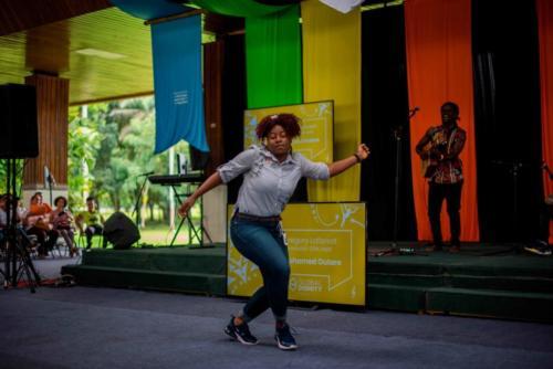 estudiante-bailando